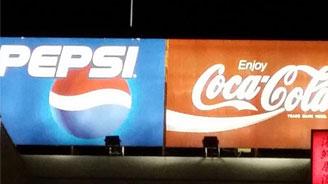コカコーラとペプシの仲良し看板