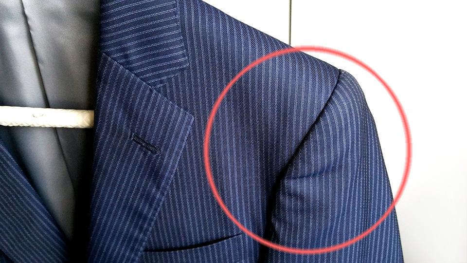 スーツの肩のシワは、このハンガーで解決